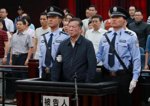 武钢原董事长邓崎琳受贿超5500万受审 当庭认罪